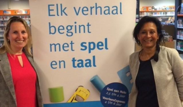 Nicole van Gennip, de projectleider van de VoorleesExpress, en Sisca Hoogkamp, coördinator van Spel aan Huis, zijn blij dat ze gestart zijn.