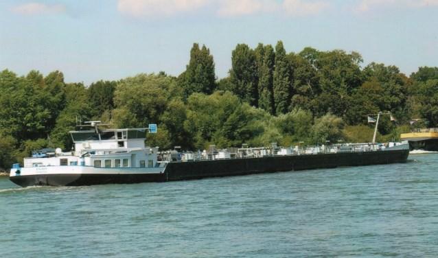 """Het motortankschip ENJOY werd gespot door Willem J.G. Kruiswijk tijdens zijn vakantie aan de Rijn in Duitsland. Tot zijn verbazing was de thuishaven van het schip Boskoop. """"De ENJOY is extra mooi geworden."""""""