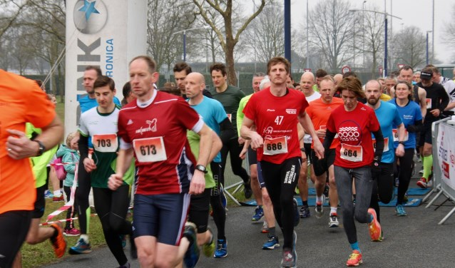 De start van de 10 kilometer van de Paasloop in Lichtenvoorde.