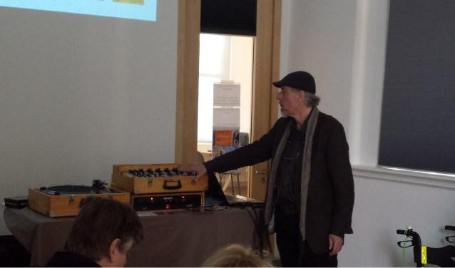 Gijs van Rij zet muziek in de spotlights in de bibliotheek, met elke maand een ander thema.