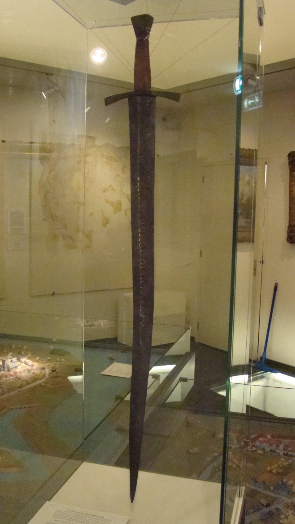 Het zeldzame zwaard in museum De Roos in Geertruidenberg