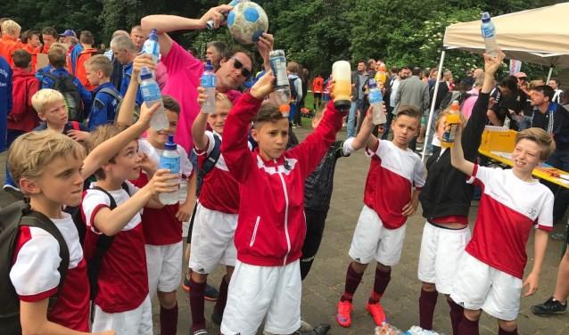 Bij het voetbal van de kinderen kijken is een van de hobby's van Frans van Silfhout.