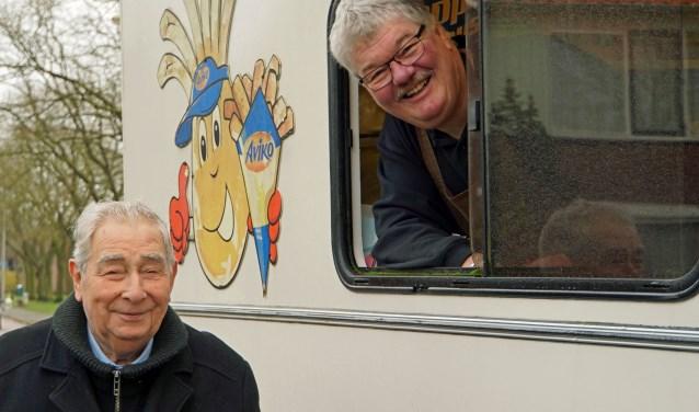 Henk Roodbeen in zijn snackbus. (Foto: Jan Woldberg)