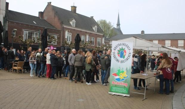Al vanaf 6.00 uur 's ochtends stonden zaterdag mensen in de rij voor een plek op de Kindervrijmarkt op Koningsdag in Doetinchem.