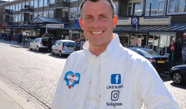 """Arno Dijkerman zet zich al jaren in voor winkelcentrum Hart van Zuid.  ,,Hier heb je nog ouderwetse service en winkeliers hebben nog persoonlijk contact met de mensen."""" (foto Gert Perdon)"""