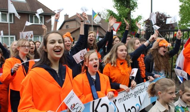 Feestelijke parade na afloop van de concerten door de straten van Neerpelt.