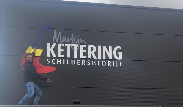 'Vakidioot' Martijn Kettering bij zijn pas opgeleverde pand aan de Oude Eibergseweg in Neede.