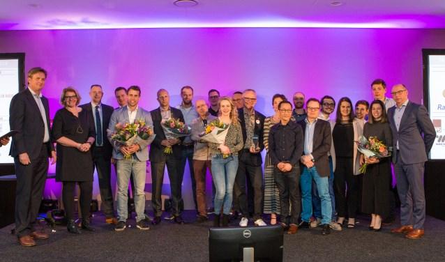 De winnaars en alle genomineerden op het podium van het Business Event. (foto: Mike Tekst & Beeld / Mike Raanhuis)