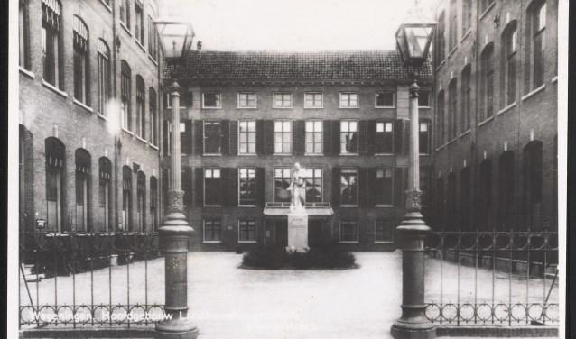 Het gebouw van de Landbouw Hogeschool aan het Bassecour.