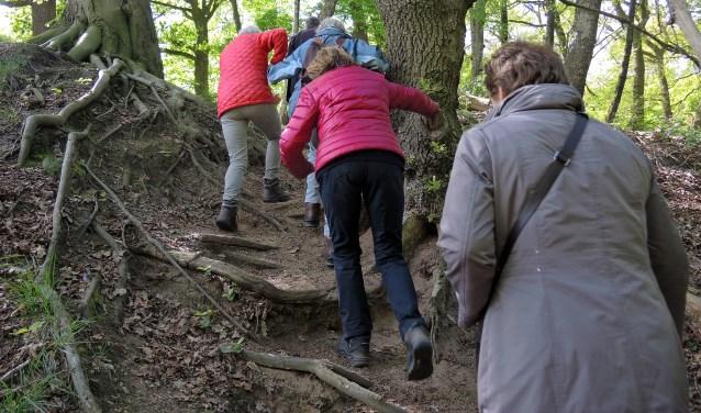 Beklimming van de walburg op de Grebbeberg