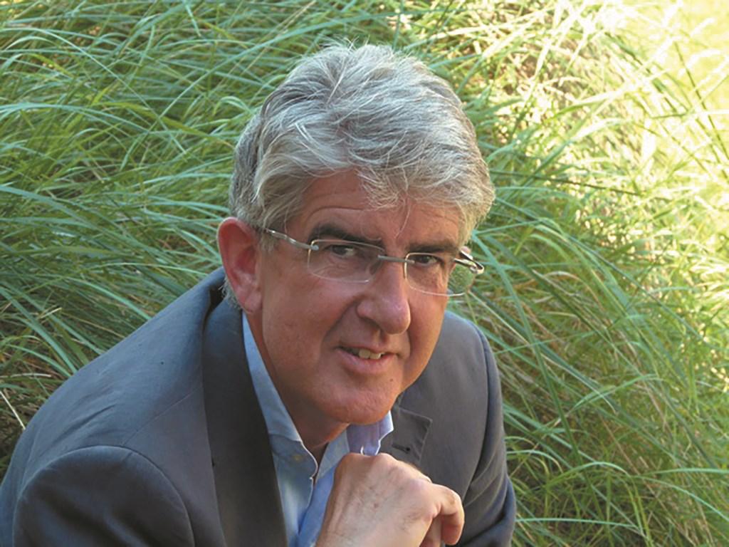 Kaakchirurg Gertjan Dicker is na 33 jaar met pensioen maar blijft in Helmond.