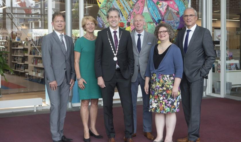 Het College van B en W van Rhenen: vlnr. Pieter Bonthuis (gemeentesecretaris), Simone Veldboer, Hans van der Pas, Henk van den Berg, Jolanda de Heer en Jan Kleijn (Foto: Gemeente Rhenen)