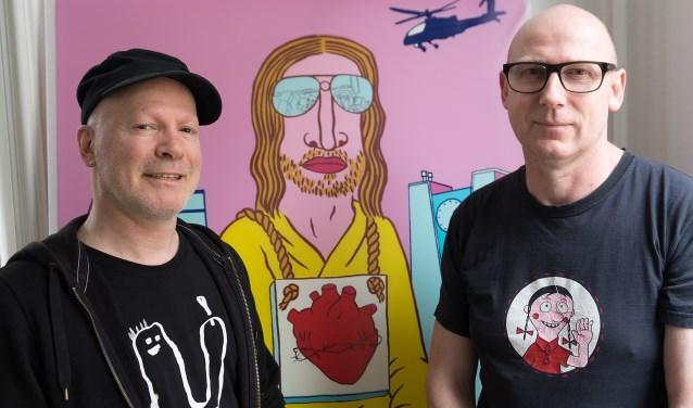Dichter Nick J. Swarth en beeldend kunstenaar Jeroen de Leijer, hier voor Statie 1, lanceerden het idee om in Tilburg een Poule des Doods in het leven te roepen.