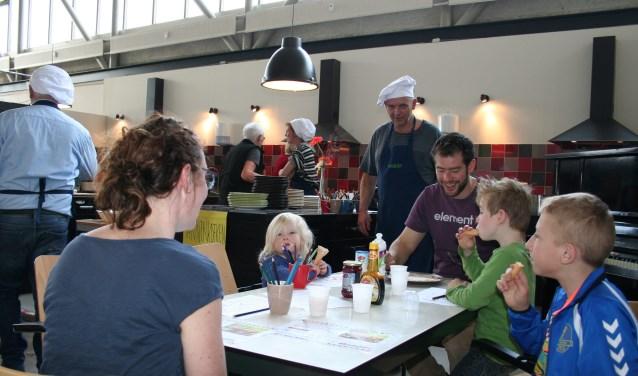 Het pop-up pannenkoekenrestaurant afgelopen zaterdag in Pand 9 was een groot succes. Niet alleen heeft de Voedselbank Bommelerwaard veel gevers kunnen bedanken, er is ook ruim 700 euro opgehaald voor de voedselbank.