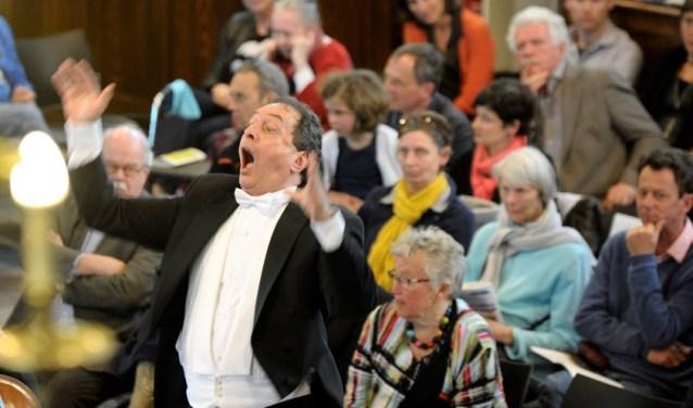 In 2018 viert het Socrateskoor het 30-jarig jubileum van dirigent Sven Boogert. FOTO: Socrateskoor