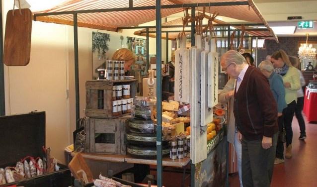 De boerenmarkt in Tiekerhook staat in het teken van het voorjaar met asperges, planten en nog veel meer.