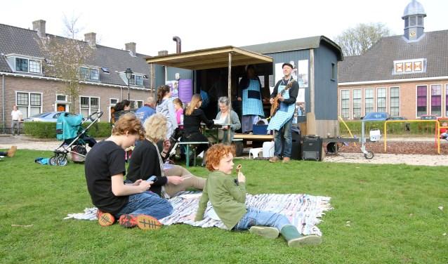 Broek in de Pan stond ook enige dagen op het Van Verschuerplein in het Arnhemse Broek