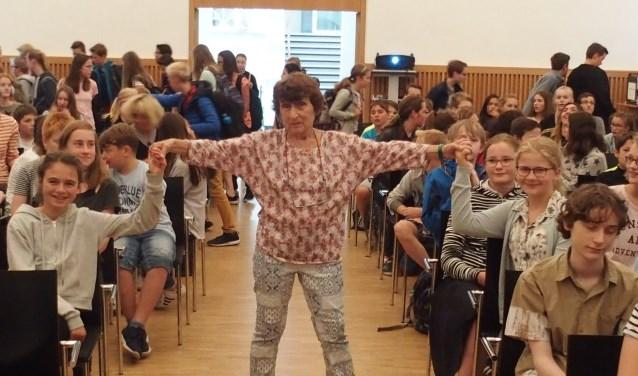Johanna Reiss op een bezoek bij een school in het Duitse Ludinghausen (2017).