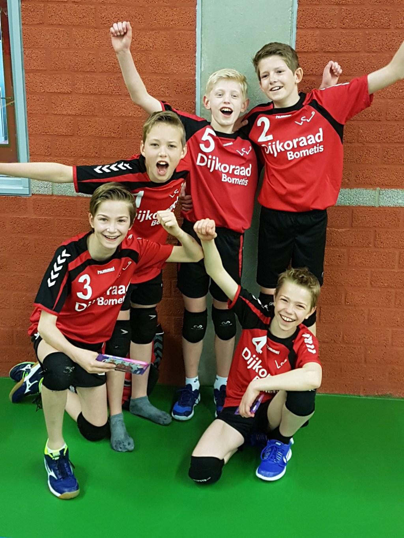 Volleybalkampioenen! v.l.n.r. Matthijs, Jesse, Thijs, Yuran, Merlijn