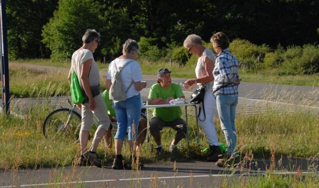 Vrijwilligers kunnen bijvoorbeeld aan de slag bij een stempelpost. Foto: Profoto Holten.