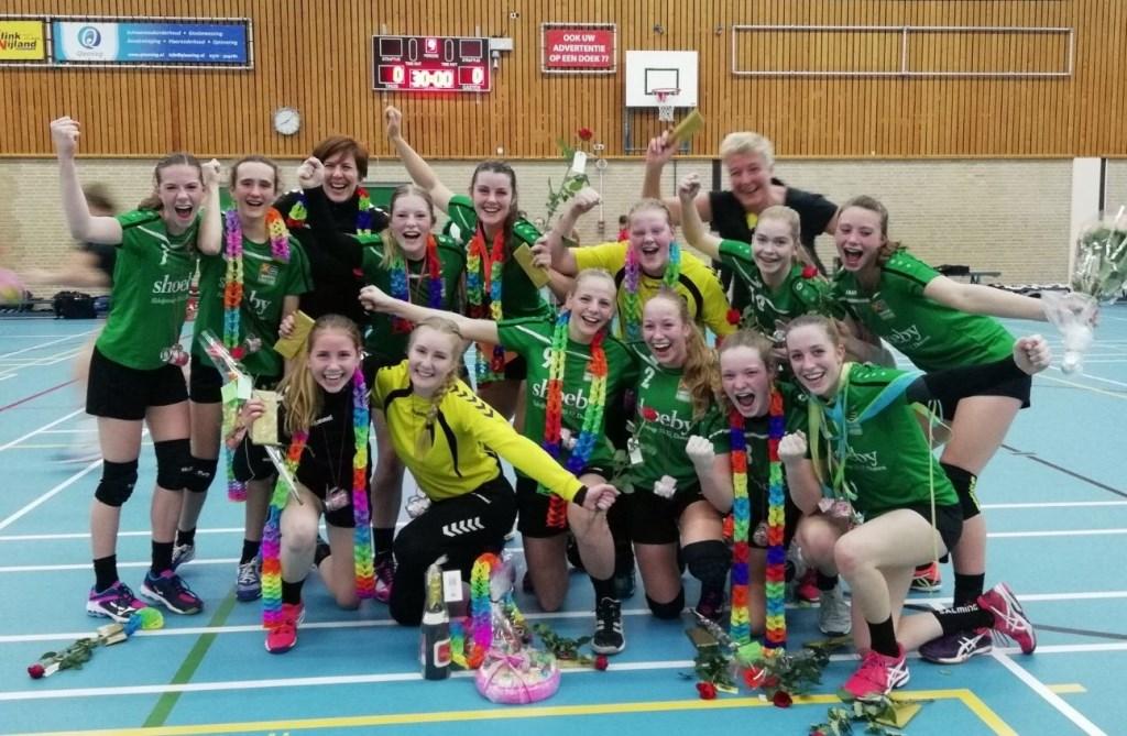 De titel is binnen voor de jeugdige handbalsters van de verenigingen Duiven, Groessen en Loo.