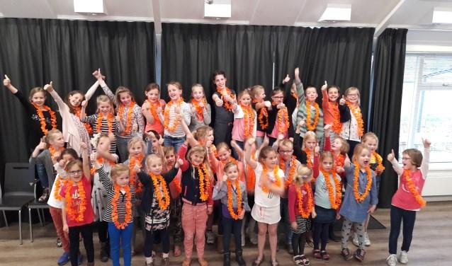 De afgelopen weken kleurden de repetities van Chr. Kinderkoor Jonge Klanken uit Molenaarsgraaf meer en meer oranje. (Foto: Rianne Stouten)