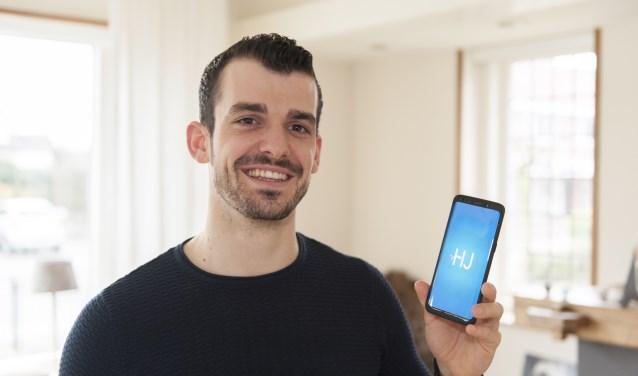 Koen Matas, één van Aaltens jongste ondernemers, die enkele maanden geleden zijn mobiele applicatie HopJob lanceerde. (foto: Vanessa Wassink)