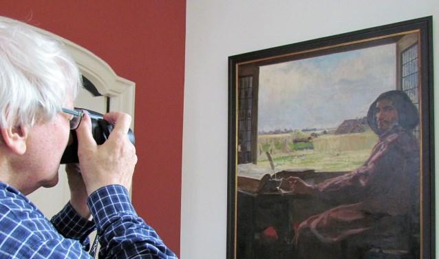 Fotografen van museum De Scheper maakten in Utrecht foto's van het onbekende Sluiterschilderij, dat is vervaardigd door Frans Oerder.