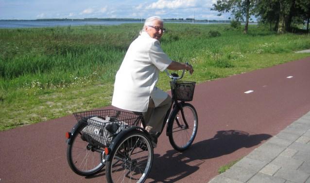 Wie op een driewieler wil fietsen, moet afleren om zijn evenwicht te bewaren.