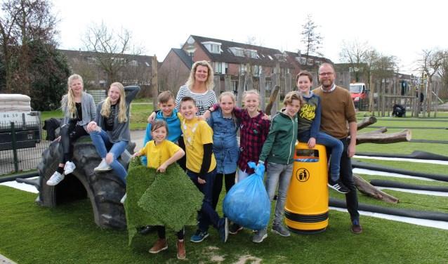 Leerlingen, personeel en ouders van De Opstap aan de Heemradenlaan, pakken enthousiast aan om de eerste ijsselsteinse afvalvrije school te worden. Met mooie groene schoolpleinen. (Foto: Lysette Verwegen)