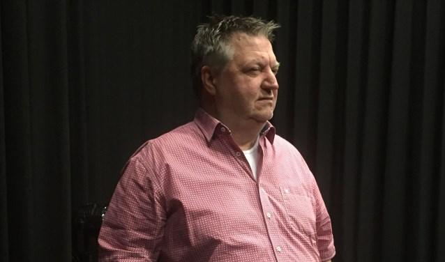 Ron Stoeltie repeteert de scène waarin hij vertelt over zijn vader in oorlogstijd.