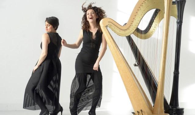 Ekaterina Levental (harp en mezzosopraan) en Eva Tebbe (harp en stem) vormen duo Bilitis. Ze nemen zondag hun nieuwe cd mee naar de Bornse Synagoge.