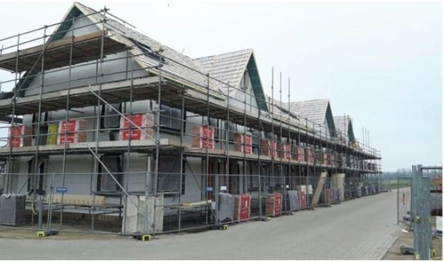 Op 10 en 11 april werden de kappen geplaatst op de eerste 8 van de 14 CPO-woningen in oost.