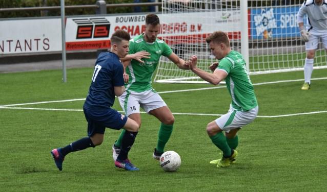 Wedstrijdbeeld uit het duel tussen JVC Cuijk en HSC'21. (foto: voetbal-shoot)