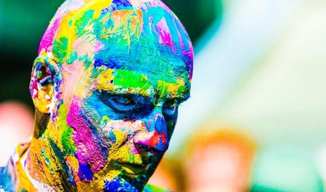 Komen er dit jaar ook weer dertigduizend bezoekers genieten in Borne tijdens Living statues? Tijdens Borne op z'n Best weten we het. Op de foto de Duitse wereldkampioen John Eicke. Foto: Statues Borne