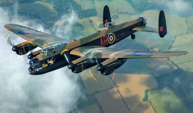 Deze Lancaster, met de beroemde vier Rolls-Royce Merlin motoren, is een bommenwerper uit de Tweede Wereldoorlog.