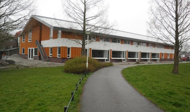 Het nieuwe complex van hospice en Buurtzorgpension aan de Schoolstraat 1 gezien vanaf de Meidoornlaan. Foto Kees van Rongen