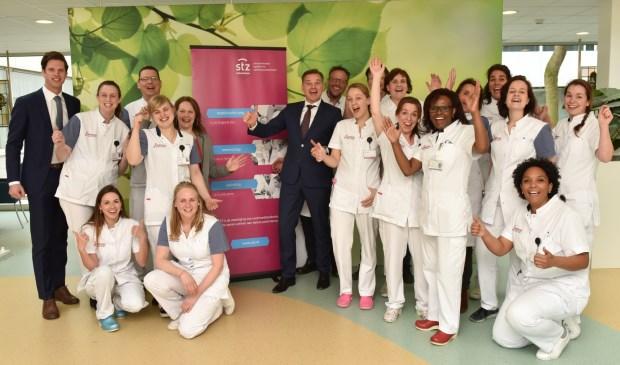 Franciscus Gasthuis & Vlietland viert de hernieuwde erkenning als Topklinisch opleidingsziekenhuis STZ.