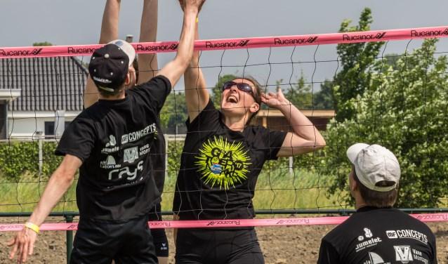 Sportpark Volharding in Bruinisse is zaterdag 2 juni de locatie van de tweede editie van het Zeeuwse volleybaltoernooi Grastoernokke. FOTO: Dirk van Wolferen