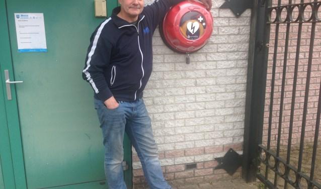 AED in buitenkast bij Autoschade Herder.