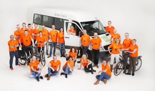 Het team van de Almeloopers doet dit jaar voor de 10e keer mee aan de Roparun (Foto: Studio Smit)