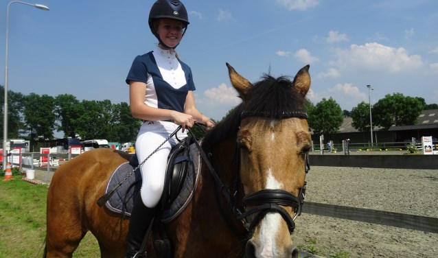 Eline Smits met pony Rieboy.