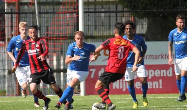 Tijdens de wedstrijd in Nijmegen waren er kansen aan beide kanten. Foto: De Zweef.
