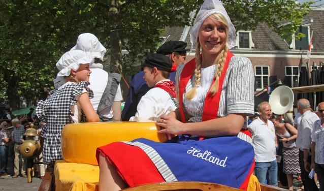 Op zaterdag 2 juni is de Graskaasmarkt in Woerden met de veiling van het eerste boerengoud van 2018. Jacques de Koning is veilingmeester. FOTO: Alex de Kuijper