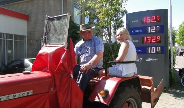 Jan Jansen en Britt Nikkels lekker op de trekker: ''We doen de tank altijd van boven vol...''