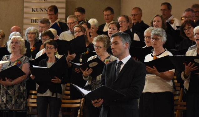 Koor en Bariton Daniël Oratorium in actie.