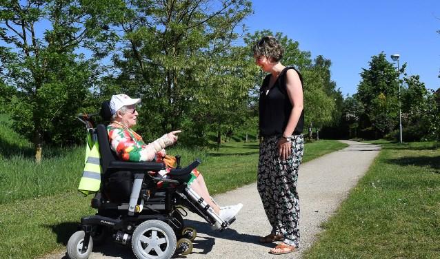 Marieke Nillesen en Mia Waltman gaan regelmatig samen op pad. (foto: Ed van Alem)
