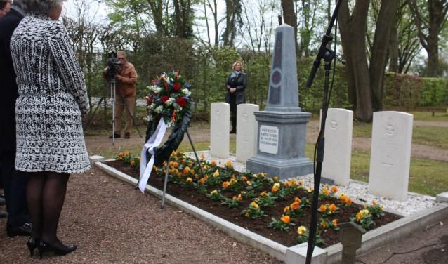 Vorig jaar konden voor het eerst de vier in Wapenveld omgekomen vliegers worden herdacht bij het nieuwe monument op de begraafplaats in Wapenveld.