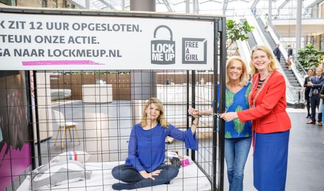Carolien Brederije, Eveline Steenbergen en burgemeester Pauline Krikke. Foto: COOS! Communicatie & Online Media.