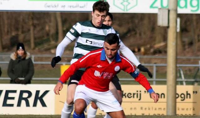 Ahmet Kuyucu zoals ze hem bij VVGZ het liefst zien: voetballend.